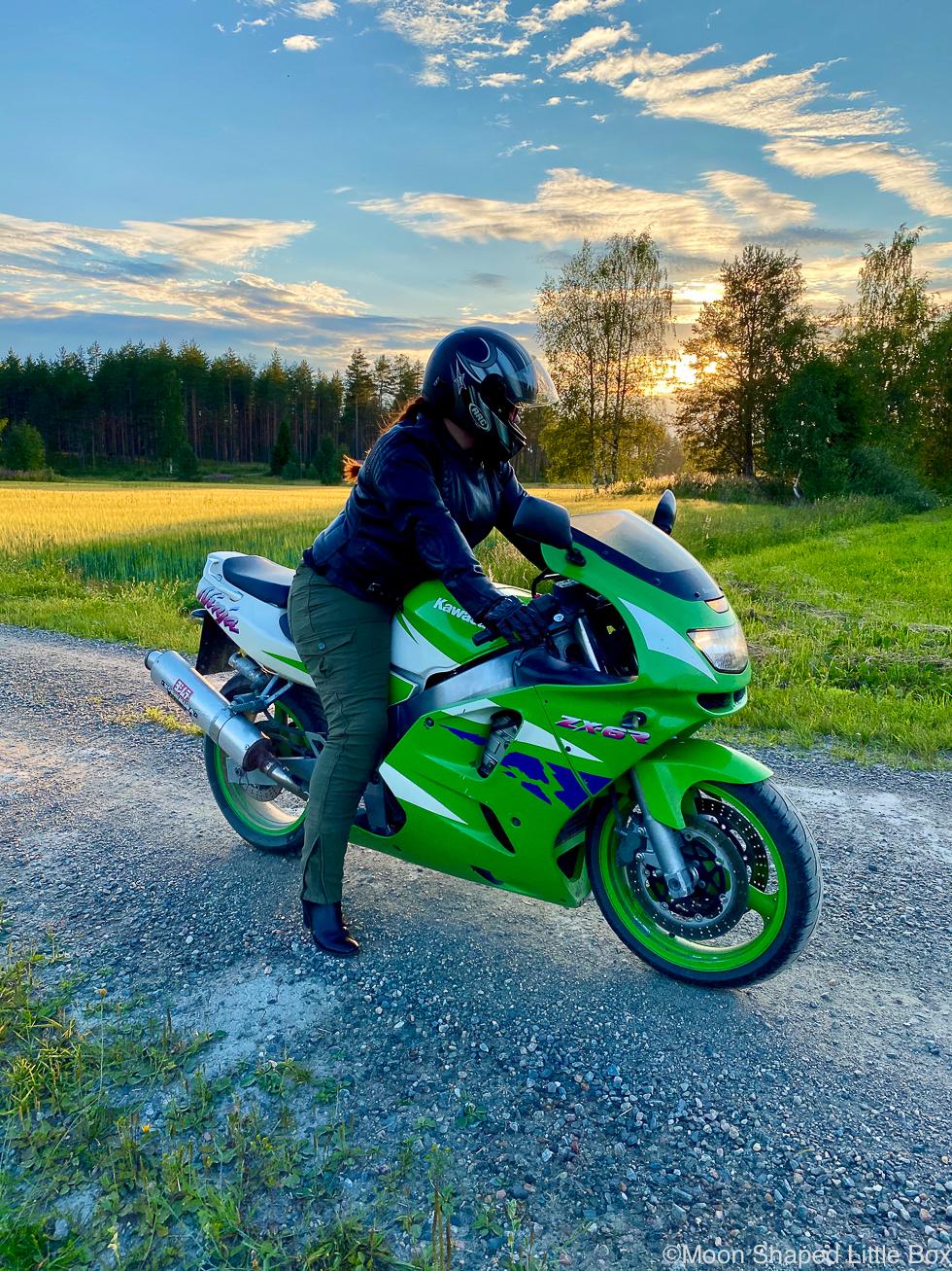 Moottoripyorailemassa-kesalla-2020-kawasaki