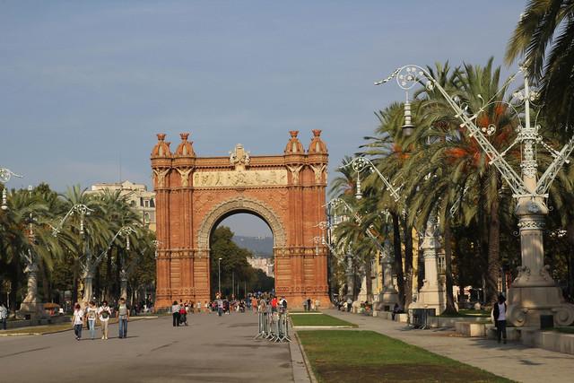 005 Barcelona. Avinguda Lluís Companys i Arc del Triomf.