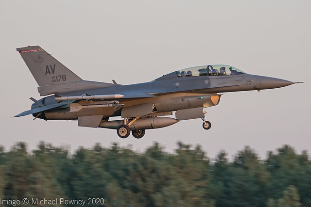 89-2178 - 1989 fiscal General Dynamics F-16DG Fighting Falcon, on approach to Runway 24 at Lakenheath just before sunset
