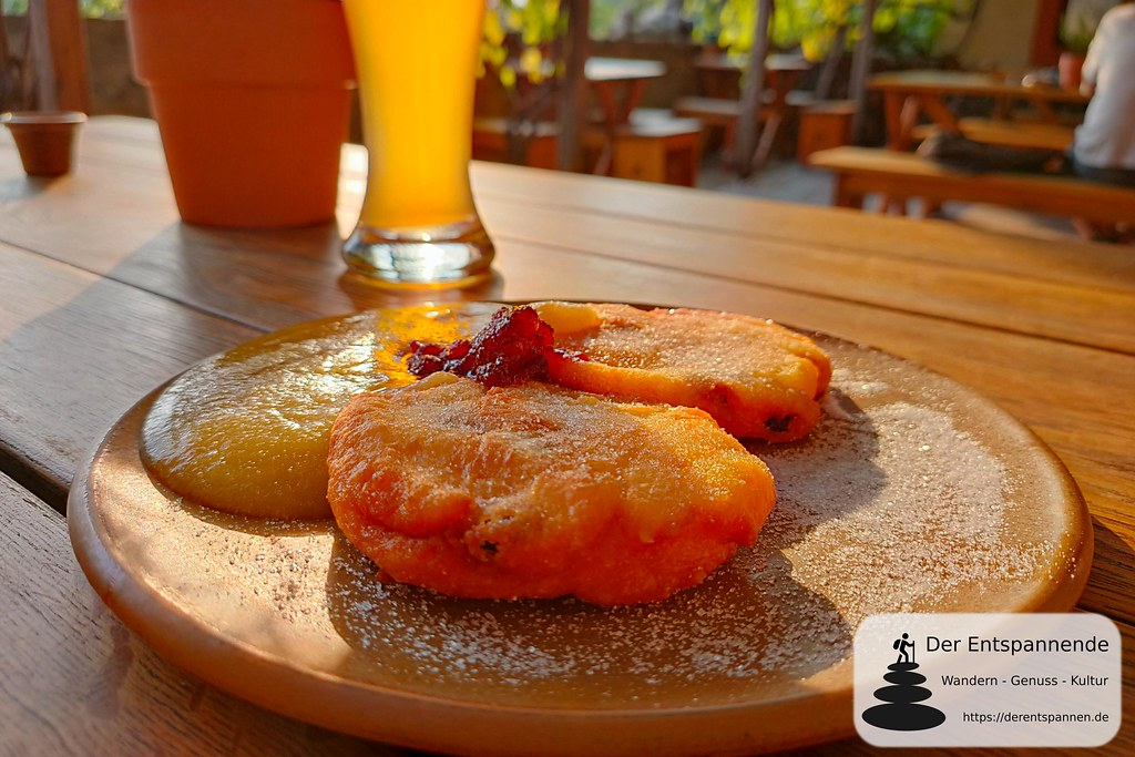 Gasthaus Mönchshof: Quarkkäulchen auf sächsische Art mit Apfelmus