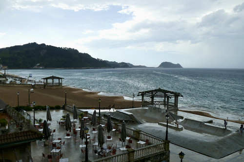 Cambio de tiempo con lluvia en la playa de Zarautz