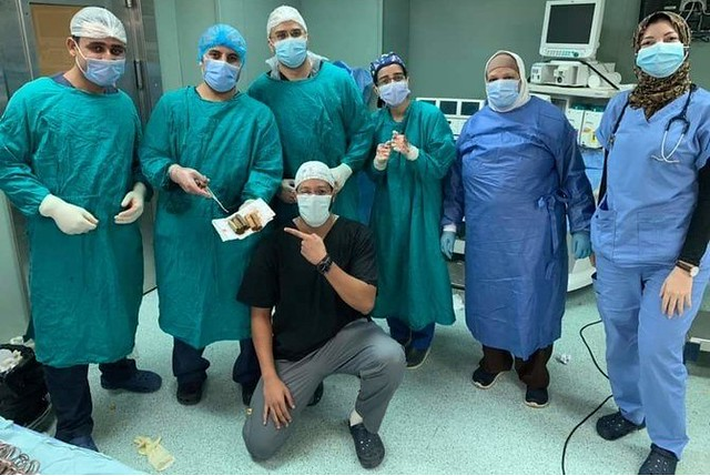 5753 Doctor extracts 6,500 Egyptian pounds from a patient's stomach