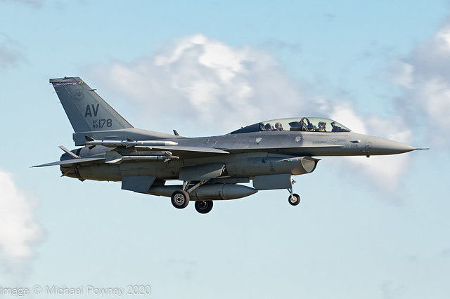 89-2178 - 1989 fiscal General Dynamics F-16DG Fighting Falcon, on approach to Runway 24 at Lakenheath