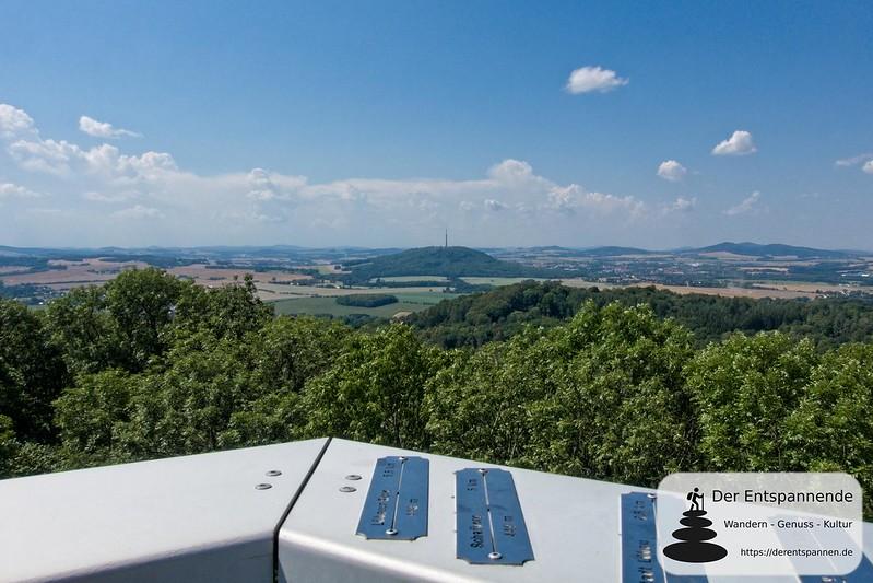 Aussichtsturm auf dem Rotstein mit Blick zum Löbauer Berg / Schafberg