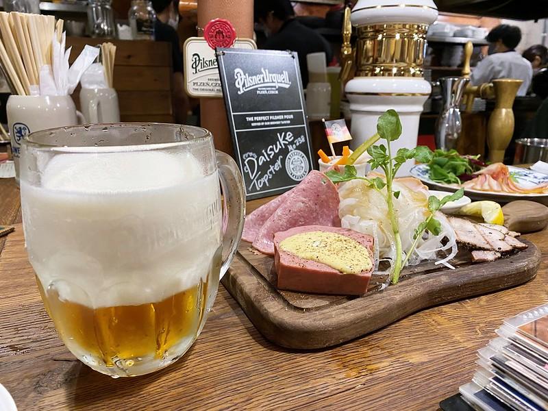 サル・ベーコン江坂本店_ビールと肉