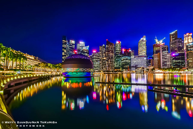 SINGAPORE SKYSCRAPERS IN BLUE HOUR