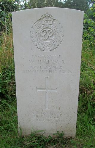 Hawarden, St Deiniol's Churchyard, War Grave 4