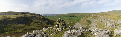 landscape yorkshire northyorkshire yorkshiredales crummackdale moughton moughtonscars limestone cairn panorama