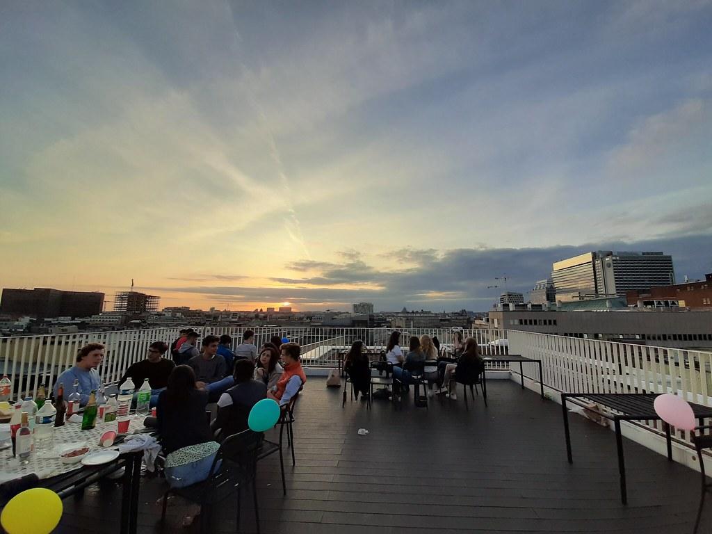 Atardecer en la terraza de la residencia Ommegang
