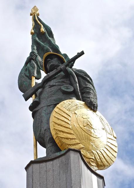 Soldaat / Soviet War Memorial / Wenen