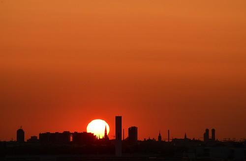 germany munich münchen deutschland bayern bavaria messestadt sunset sonnenuntergang skyline red orange yellow sky himmel silhouette frauenkirche ©allrightsreserved