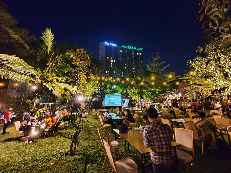 Ciamik! Pesona Outdoor Garden Cinema The Alana Yogyakarta