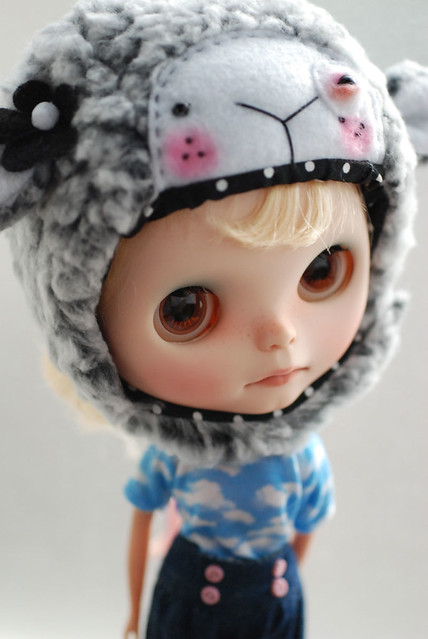 Blythe animal hat with fur chin strap - pale grey bruised eye sheep with freckles