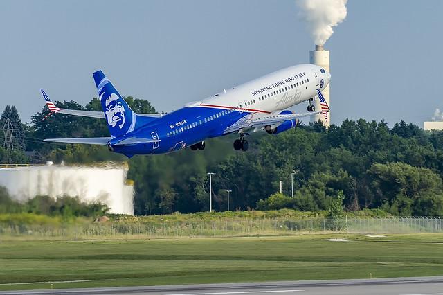 Alaska Airlines Boeing 737-990ER(WL) N265AK