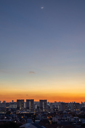 moon crescent sunset sky singapore asia colout colour canon city