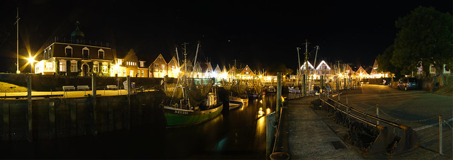 Hafen Neuharlingersiel bei Nacht - Port of Neuharlingersiel at night