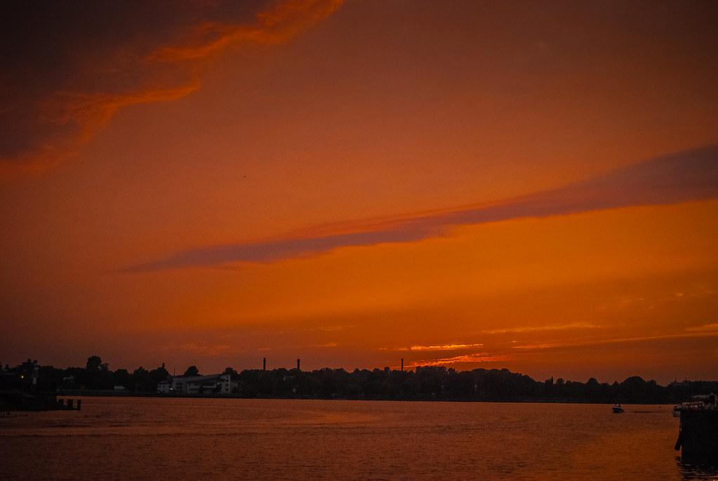 Потрясающий оранжевый....  19:42:47 DSC_8032