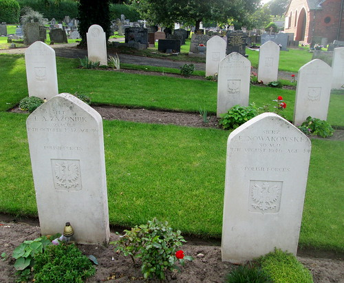 Hawarden, Polish War Graves