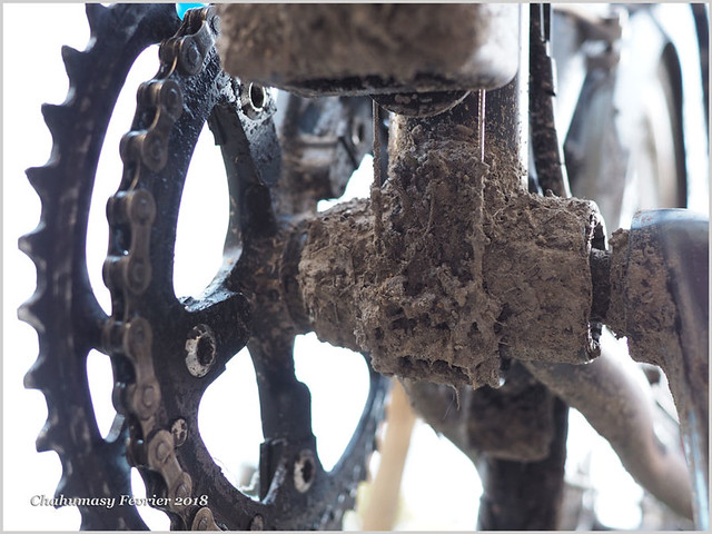 Chahumasy-2018-02-08-(3)-Genesis-croix-de-fer-boue-câble-bordo