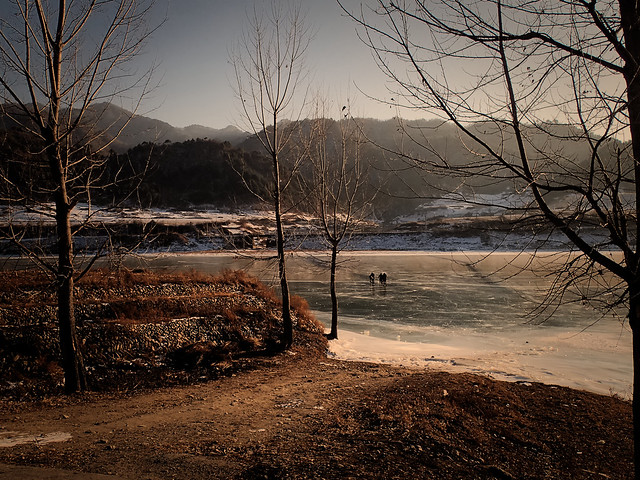 Traversée pédestre des cyclistes sur la glace