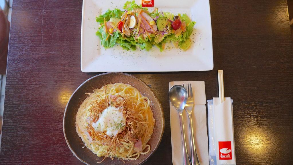 フライドごぼうと温泉玉子のスパゲティー