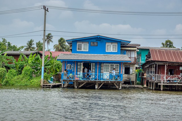 House by the Chao Phraya river opposite Koh Kret near Bangkok, Thailand