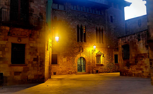church iglesia església cathedral catedral architecture construction wall brick door window balcony balconies flag bandera decoration lamp farol alley callejón dark light shadow shadows catalunya cataluña catalonia barcelona dusk nightfall anochecer atardecer night nightview nightshot color colour colores colours colors outside outdoor outdoors