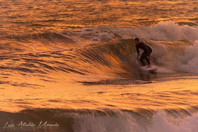 Surf al atardecer en la Costa Tropical Granadina.  La Chucha.