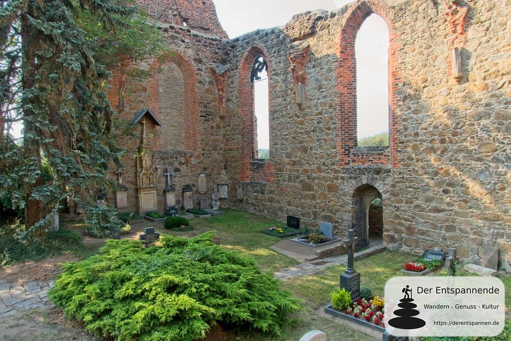 Friedhof mit Ruine St. Nicolai