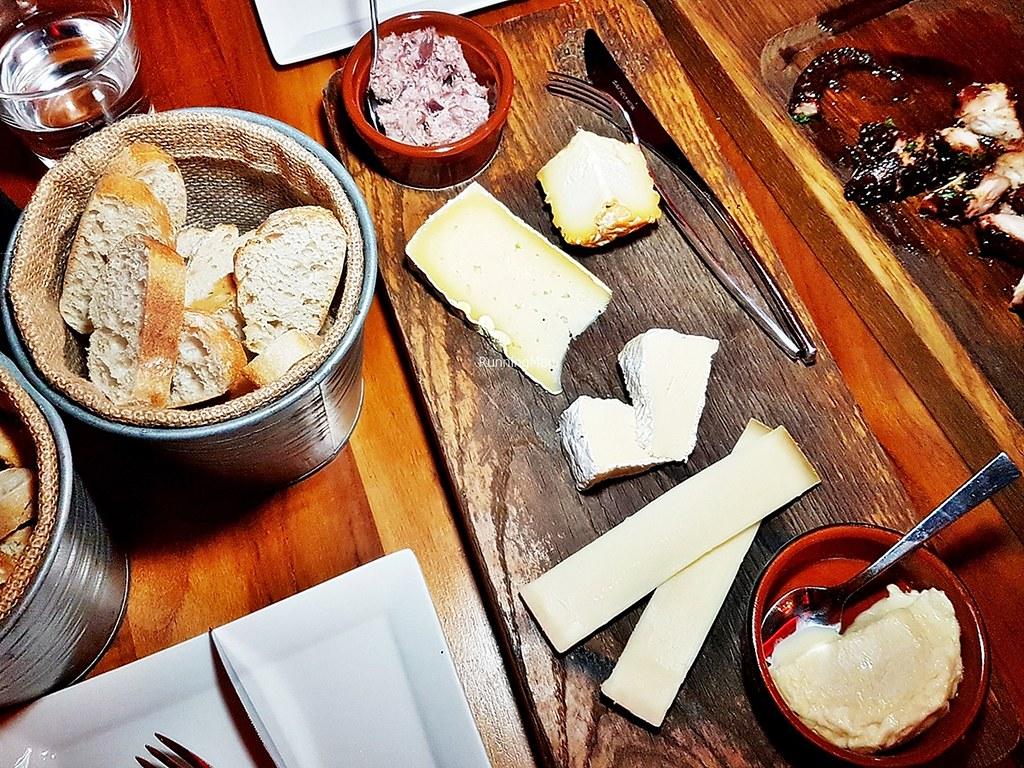 5-Cheese Board & Mini Baguette Bread Basket
