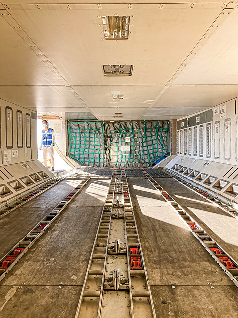 B-6133 #airbusa330200 #cargoloadingoperation #avgeek