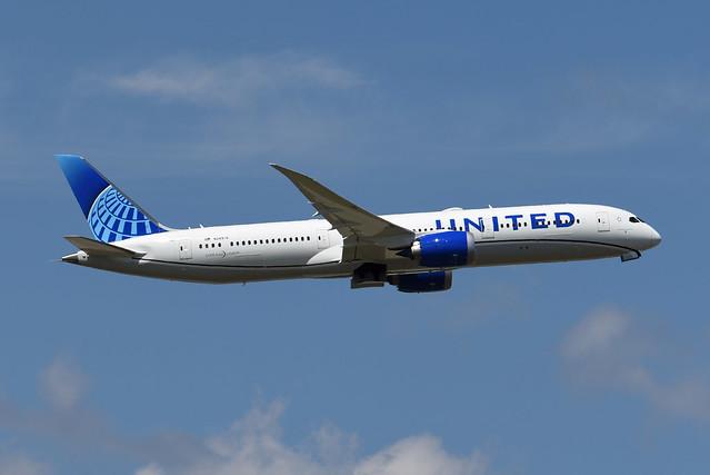 United Airlines Boeing 787-9 Dreamliner N24976