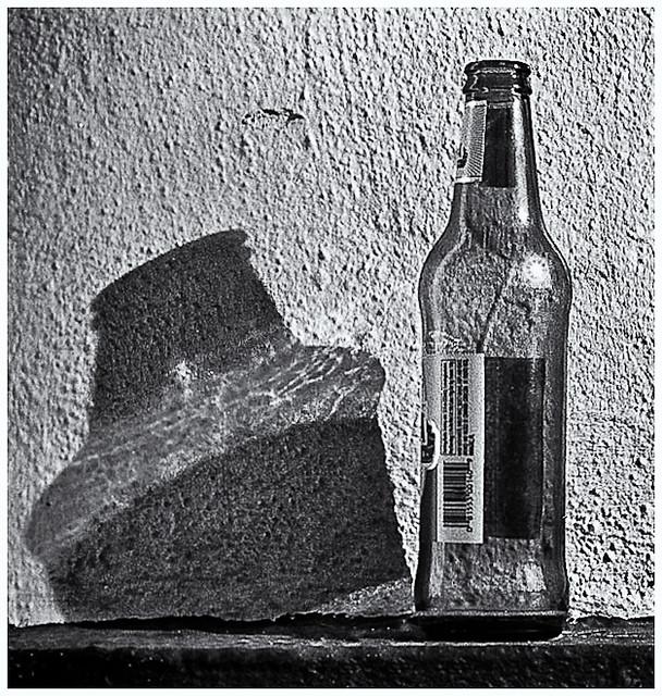Sombra y Botella (Shadow & Bottle)
