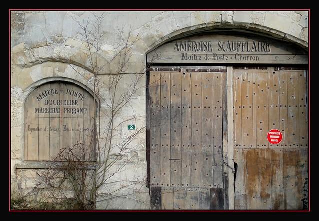Entrée de la ferme-manoir du Petit-Château de Ménouville 1