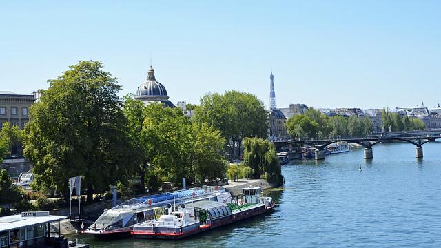2020.08.06.028 PARIS - La Seine, le square du Vert Galand et le Pont des Arts