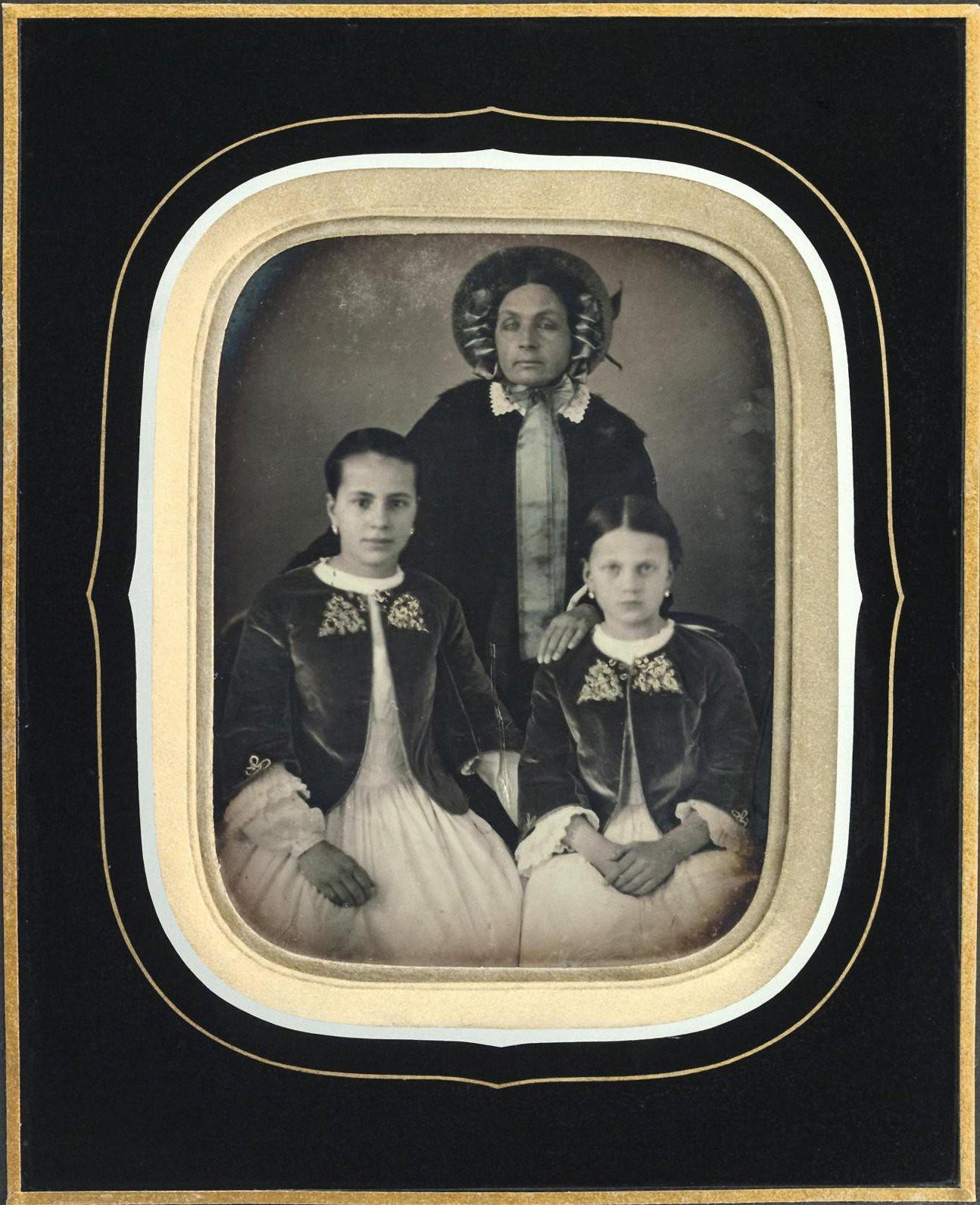 1850-е. Портрет неизвестной с детьми