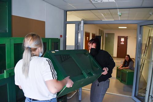 Týždeň dobrovoľníctva: Upratovanie interiéru aexteriéru Kysuckej knižnice vČadci