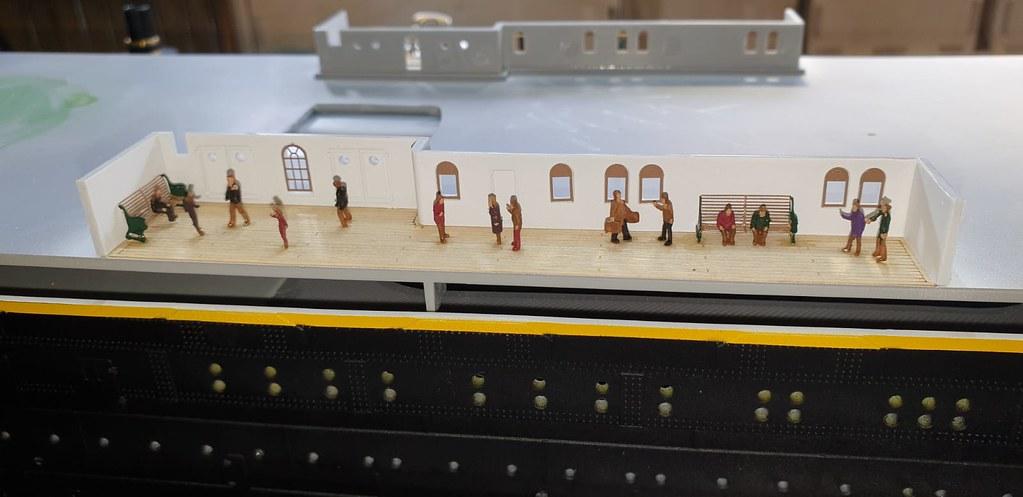 Montage Titanic Trumpeter 1/200 - Page 4 50367383552_606134200b_b