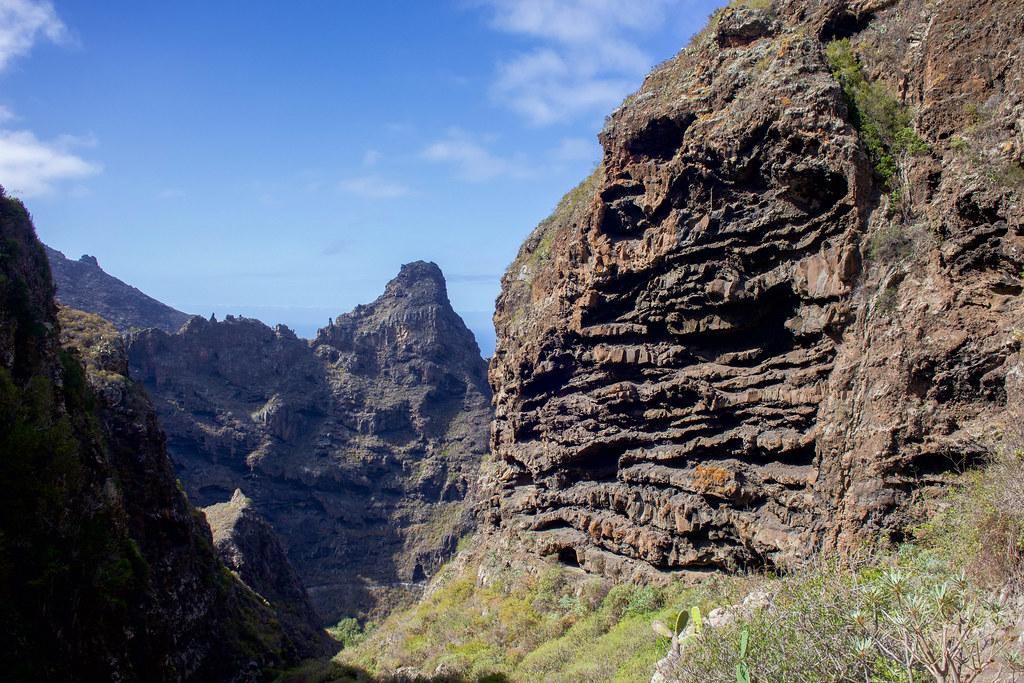 Vista de Cuevas Negras durante el sendero de Monte del Agua