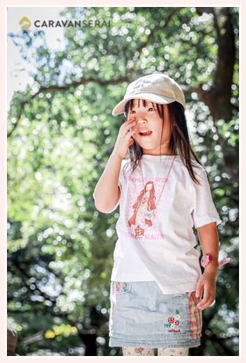 公園で遊ぶ女の子 帽子