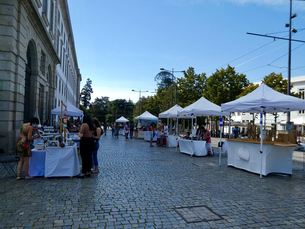 Craft market next to Porto University