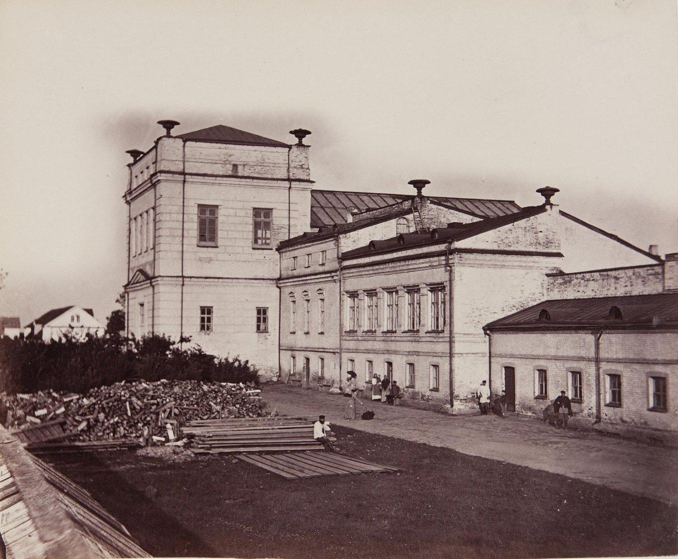 11.  Вид на завод и хозяйственные постройки