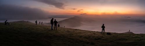 photographers togs mamtor derbyshire peakdistrict castleton sunrise dawn inversion fog mist landscapewithrealhumaninit blurryfigures slapdash socialdistancing