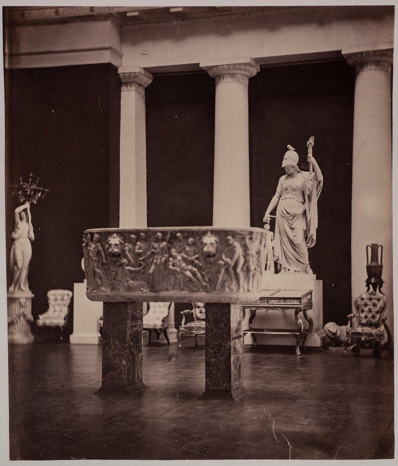 18. Интерьер центрального зала Порецкого музеума