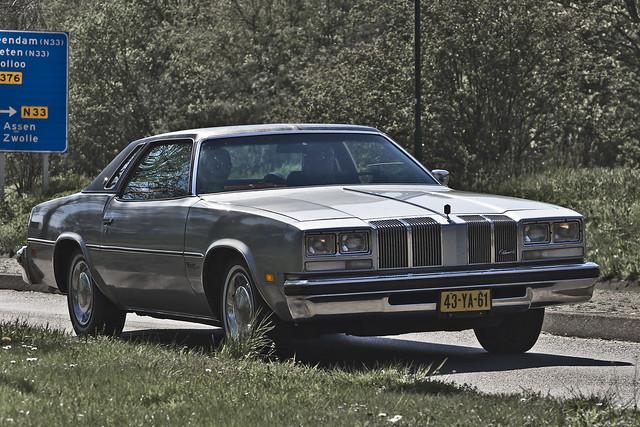 Oldsmobile Cutlass Supreme Colonnade Coupé 1976 (9724)