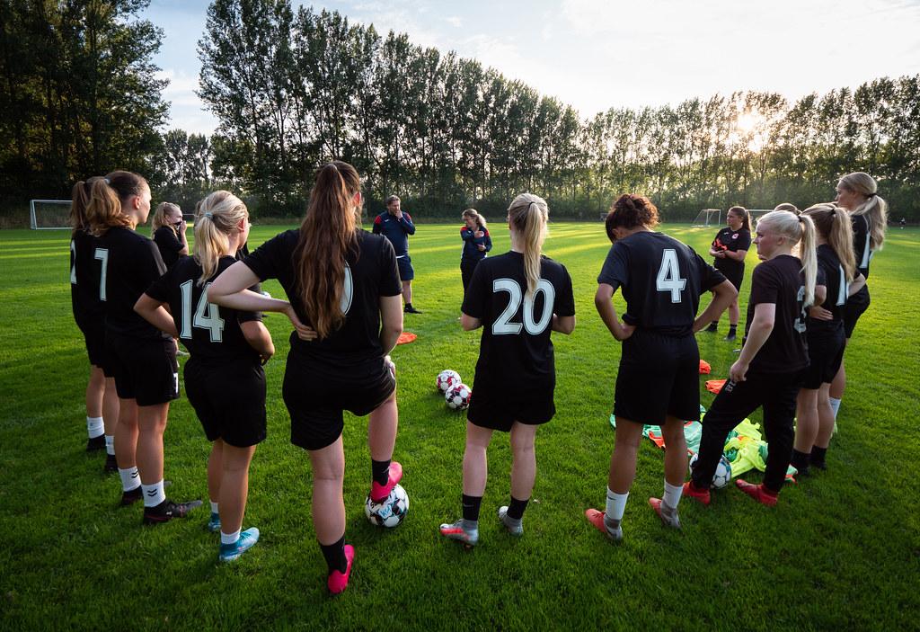 Soccer Girls ... (2)