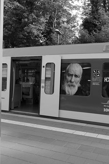 Huch? / Oops? Face 3 - seen on a platform, 19.09.20