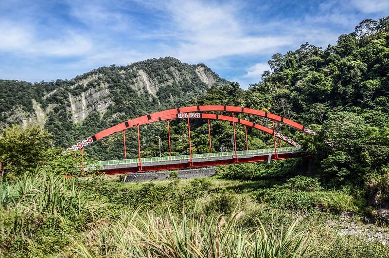 烏石坑橋與大克山
