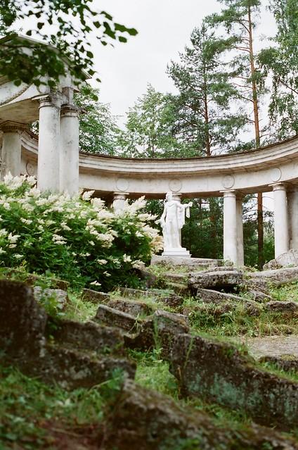 Pavlovsk.  Colonnade of Apollo