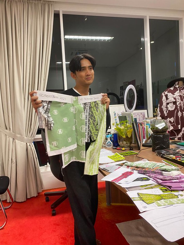 HATTA DOLMAT WITH HIS RECYCLED FABRIC MATERIAL(4)
